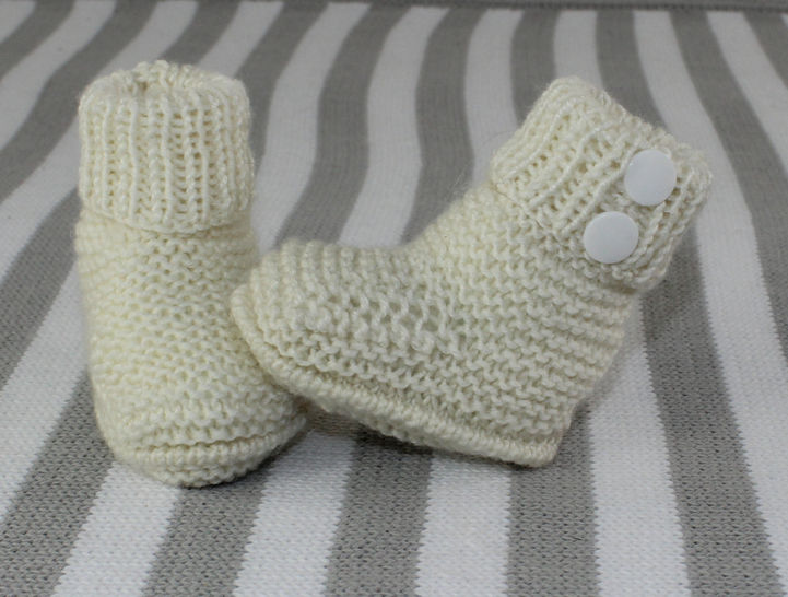 Baby 4Ply 2 Popper Booties at Makerist - Image 1