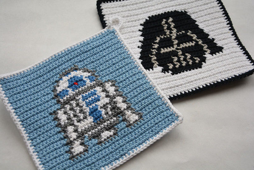 Crochet Pattern Set - R2D2 and Darth Vader Potholders - for beginners at Makerist - Image 1