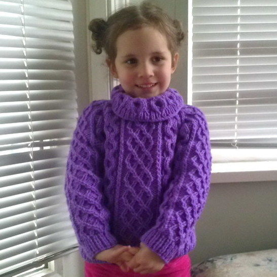Zoe's aran sweater jumper - child knitting pattern at Makerist - Image 1