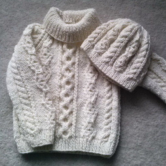 Donal child's aran sweater and hat - knitting pattern at Makerist - Image 1