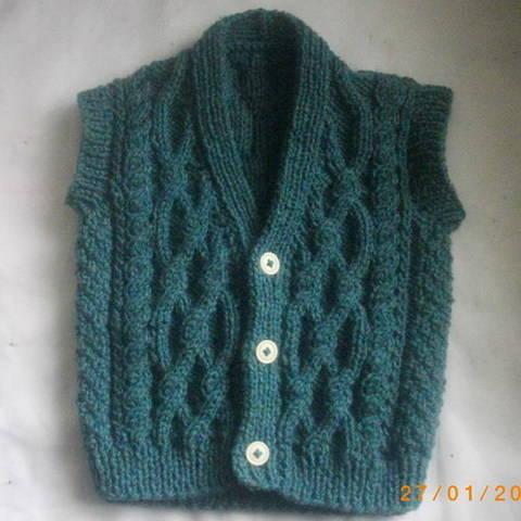 Padraic toddler waistcoat - knitting pattern at Makerist