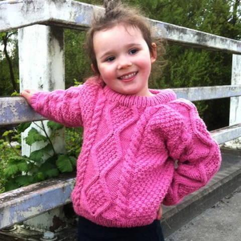 Sinead girl's aran jumper - knitting pattern at Makerist