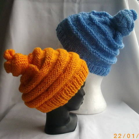 Emma's quirky hat for children - knitting pattern at Makerist