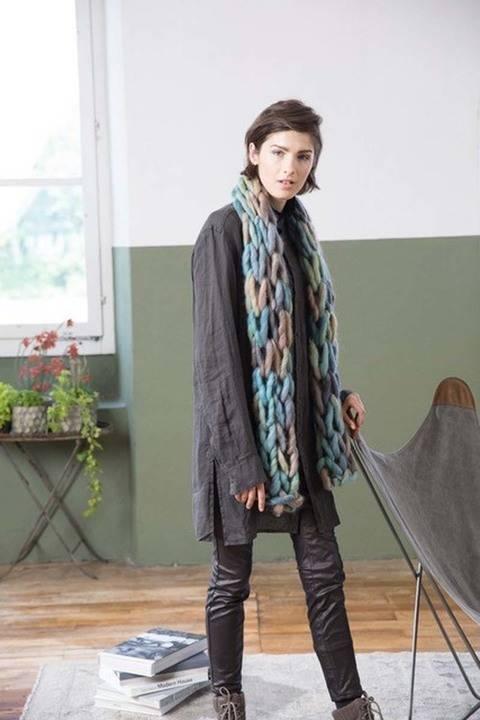 Écharpe à tricoter avec les bras