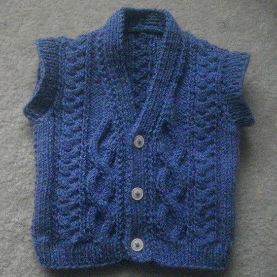 Nial sleeveless aran pullover - knitting pattern at Makerist - Image 1
