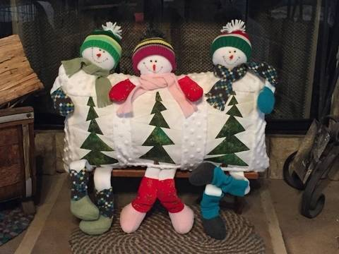 Three snowmen pillow