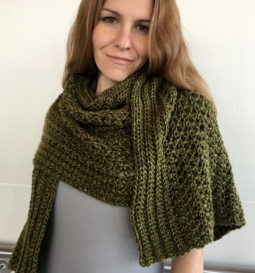 Easy Crochet Shawl Pattern (Janet's Groovy-Green Shawl) at Makerist - Image 1
