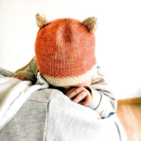 Fuchs Mütze für Neugeborene und Babys Strickanleitung Größe Kopfumfang ca. 35/36 cm bei Makerist