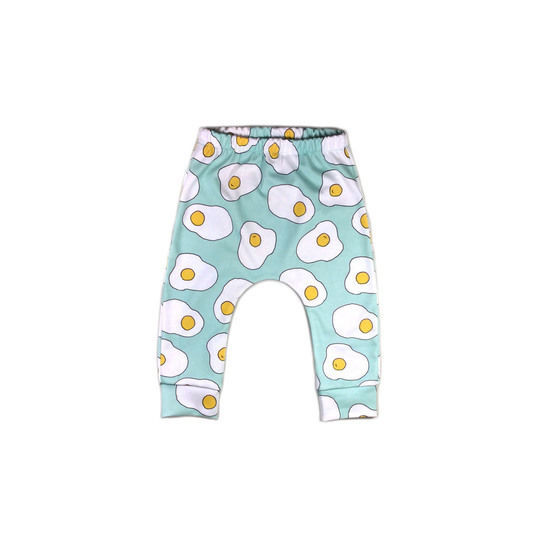 Baby pants sewing pattern, leggings pattern, easy pattern for babies at Makerist - Image 1