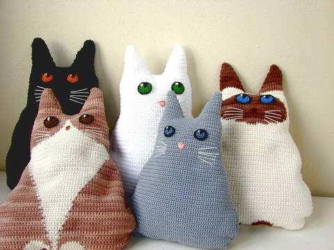 Cat pillow - crochet pattern