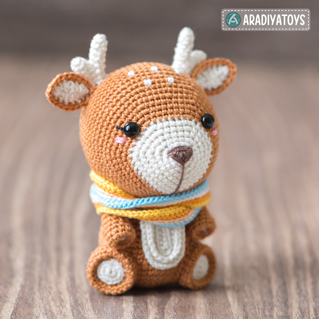 "Modèle au crochet de Kira la Biche de ""AradiyaToys Design"""