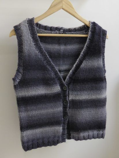 Lady's stocking stitch vest in two styles - Roxie at Makerist - Image 1