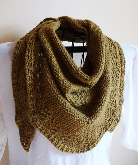 Ladies Mantle knit Triangle Scarf at Makerist - Image 1