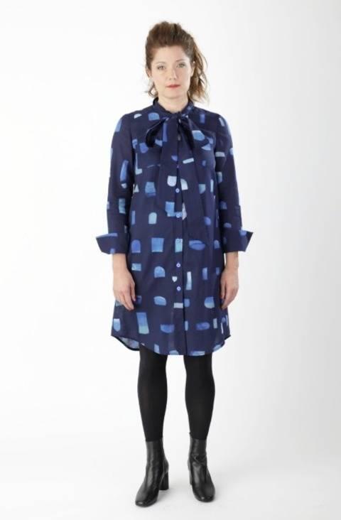 Robe blouse Cléo - Patron de couture avec instruction en images en Anglais et en Allemand chez Makerist