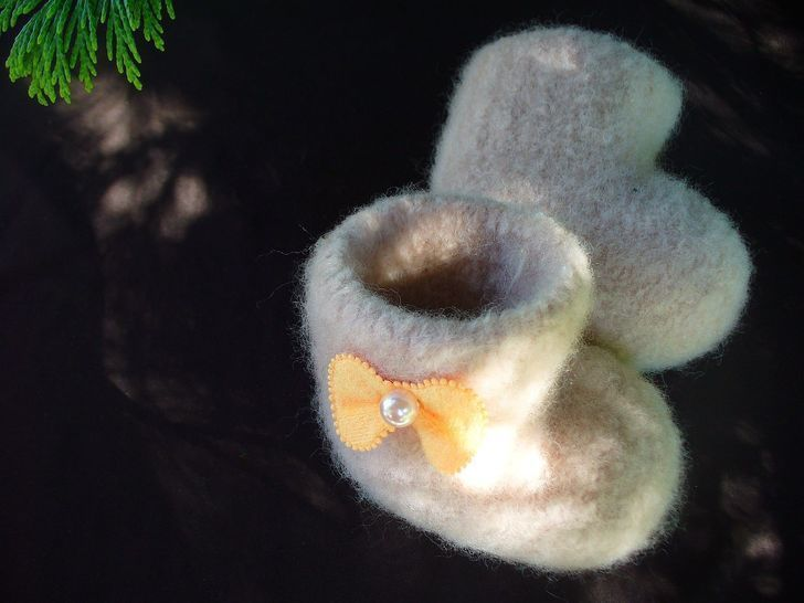 Felted Seamless Booties Knitting Pattern at Makerist - Image 1