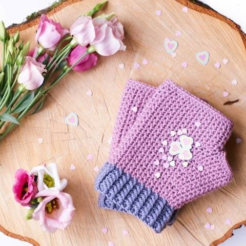 Line Up!  Mollie Mitts Crochet Pattern (with fleece lining).