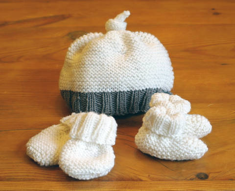 Easy baby hat, booties & mittens set at Makerist