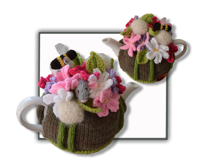 Cosmos, Dandelion and Mouse Tea Cosy at Makerist - Image 1