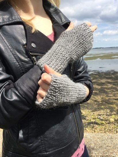 Gloves - PDF knitting pattern - 2yrs to l adult - WINTER SEA at Makerist - Image 1