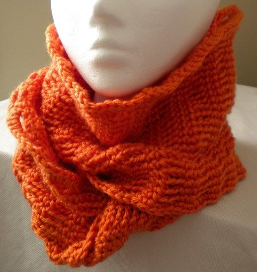Bird Tracks Infinity Scarf- Crochet Pattern at Makerist - Image 1