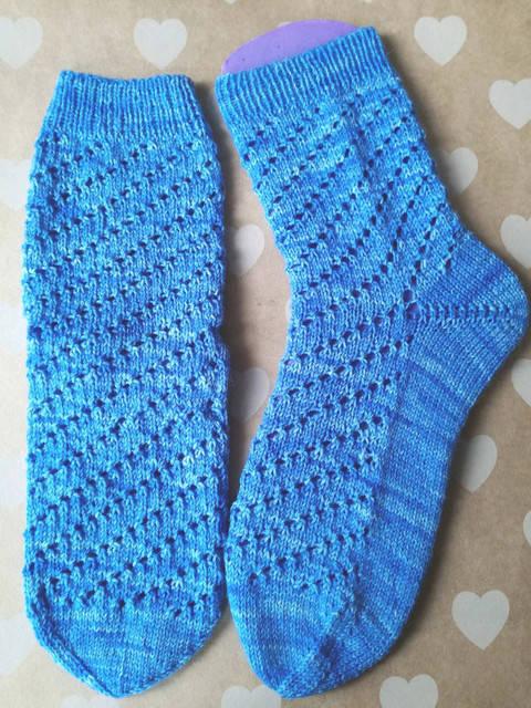 "Socken ""Loch an Loch"" aus dem Kieler Wolle SockClub September 2017 bei Makerist"