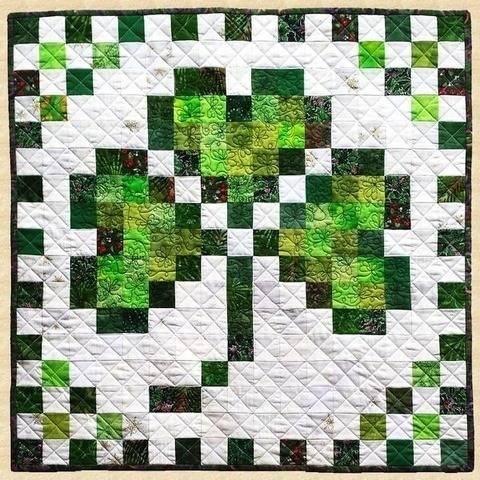 March Shamrock Quilted Wall Hanging Pattern at Makerist