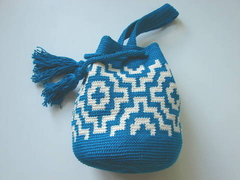 Mochila mosaic pouch bag - crochet pattern at Makerist