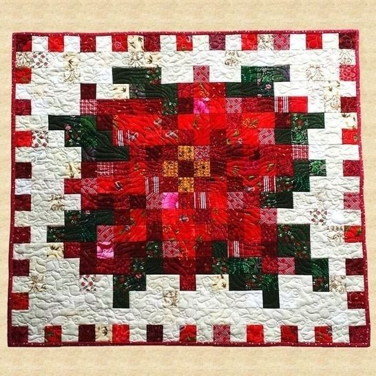 December Poinsettia Quilted Wall Hanging Pattern at Makerist - Image 1