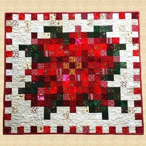 December Poinsettia Quilted Wall Hanging Pattern at Makerist