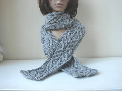 Scarf with cables - knitting pattern at Makerist