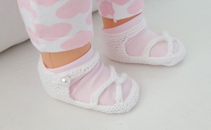Baby sandals with linked toe straps, in 3ply yarn - Eva at Makerist - Image 1