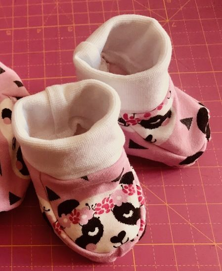 baby slippers - Sewing pattern with tutorial (sizes 0/1month, 3/6months and 9/12months) bei Makerist - Bild 1