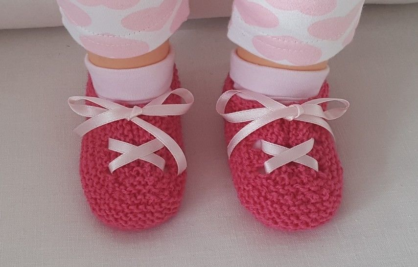 Garter stitch baby shoes with ribbon tie, in 4ply - Marina at Makerist - Image 1