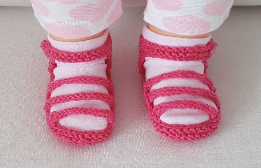 Baby's garter stitch sandals with three foot straps, in 4ply - Melissa at Makerist - Image 1