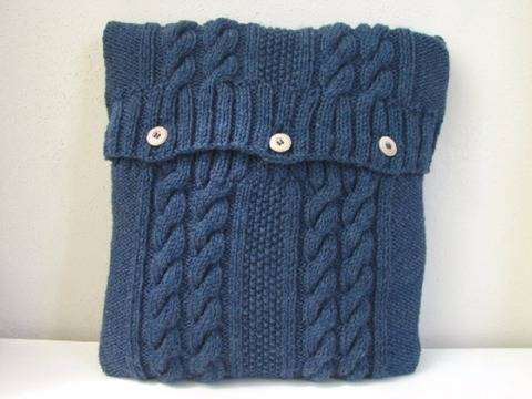 Cabled pillow case knitting pattern at Makerist