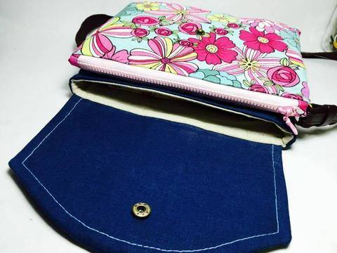 Girlfriend - Clutch / Small Cross Body Bag with 3 compartments at Makerist