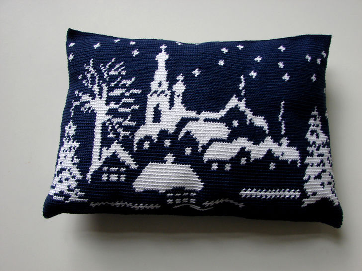 Snowy landscape pillow, winter wonderland - crochet pattern at Makerist - Image 1