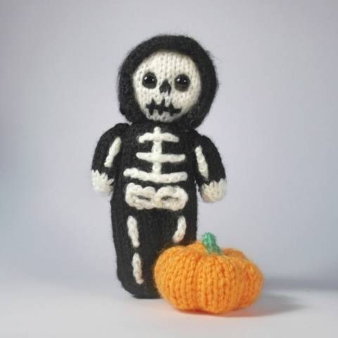 Little Skeleton Doll at Makerist