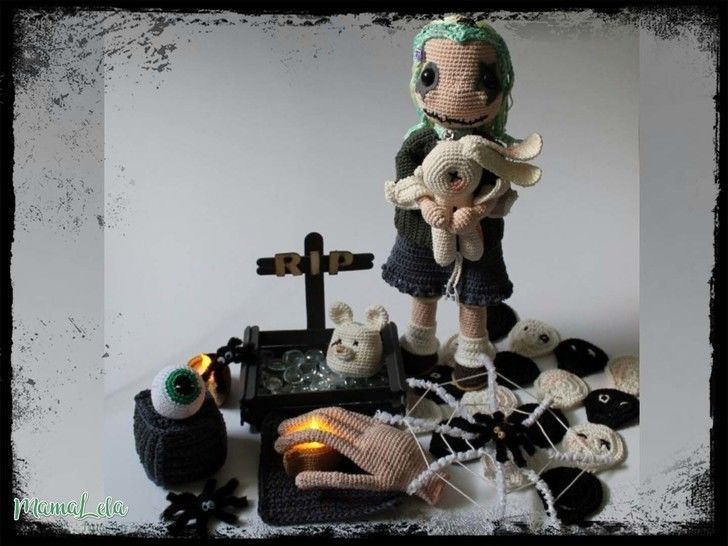 Halloween Puppe Kaira mit Deko - Häkelanleitung bei Makerist - Bild 1
