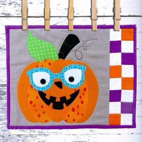 Peggy Pumpkin - Snack Mat Pattern at Makerist