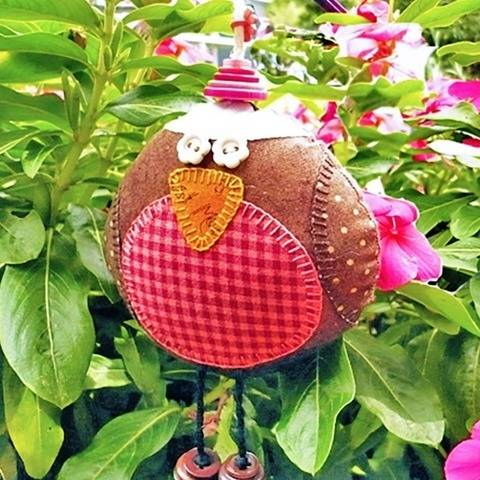 The Plum Pudding Bird - Ornament