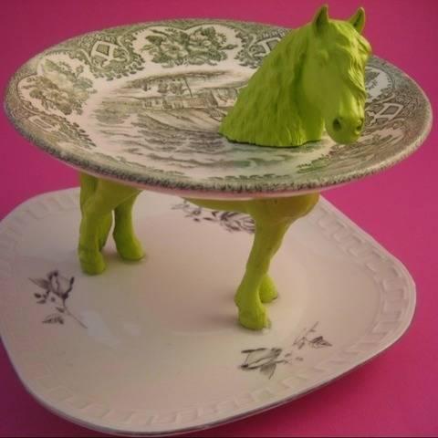 Etagere aus Tellern und Pferd, Upcycling, Schmuckständer
