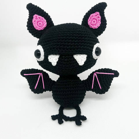 Carmilla the bat - amigurumi crochet pattern