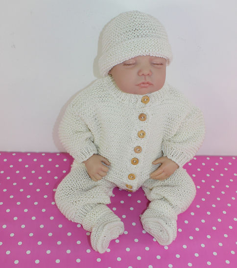 Baby Romper Suit Booties and Beanie Hat at Makerist - Image 1