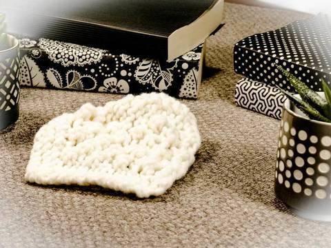 Strickanleitung Karo mit Brombeermuster für deine Sofadecke bei Makerist