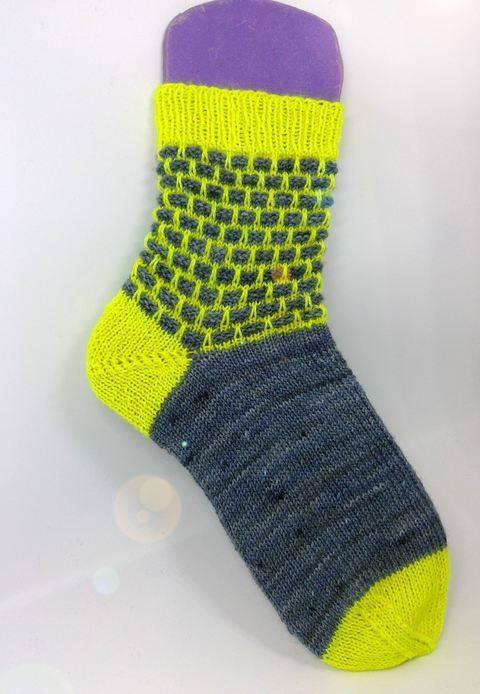 "Socken ""Brick in the wool"" bei Makerist"