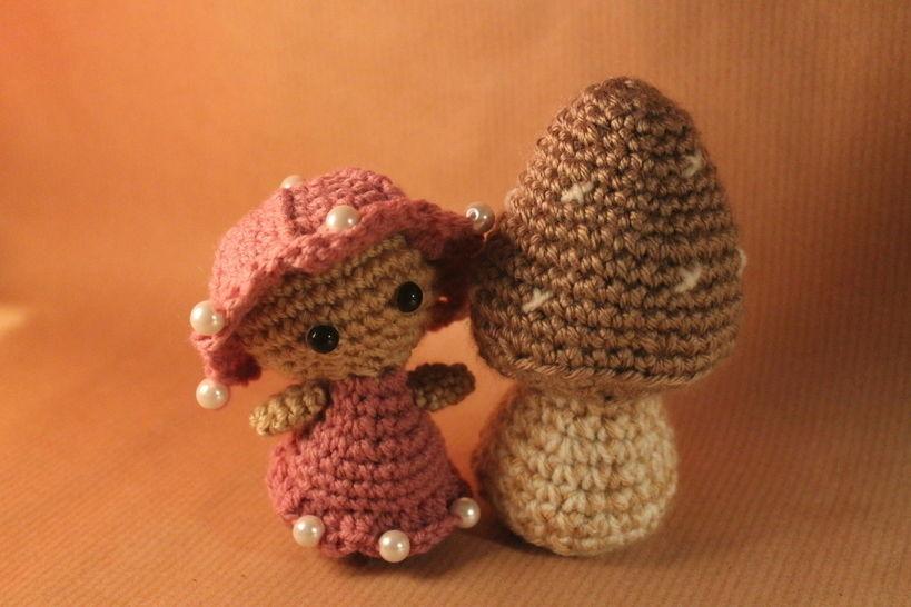 """Häkelanleitung """"Feelinchen und der braune Pilz"""" bei Makerist - Bild 1"""