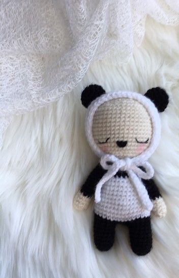 9 Crochet Panda Patterns – Cute Amigurumi Bear Toys - A More ... | 546x352