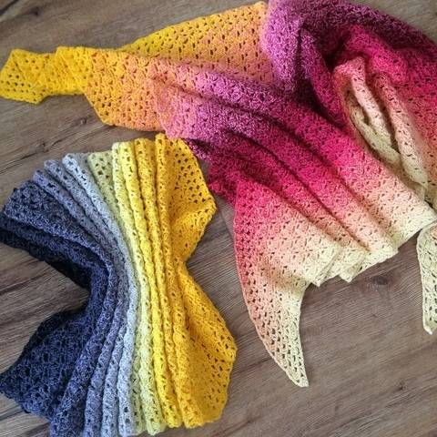 Crochet shawl wrap pattern - Two Sisters at Makerist