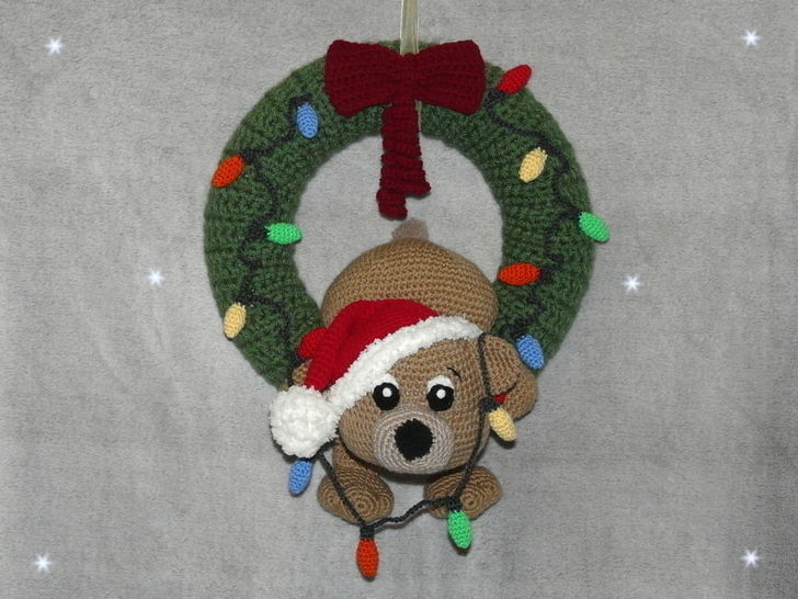 Crochet Pattern Christmas Door Wreath clumsy teddy at Makerist - Image 1